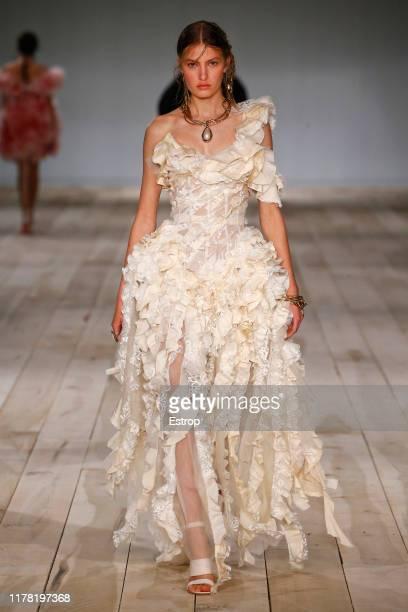 Model walks the runway during the Alexander McQueen Womenswear Spring/Summer 2020 show as part of Paris Fashion Week on September 30, 2019 in Paris,...