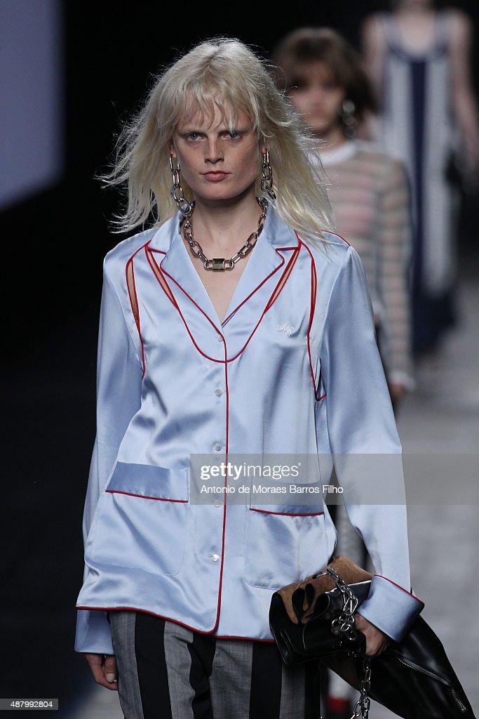 Alexander Wang - Runway - Spring 2016 New York Fashion Week : News Photo
