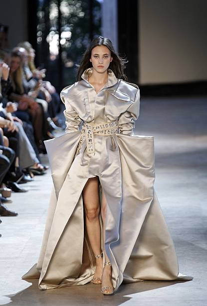 Alexandre vauthier runway paris fashion week haute for Hot couture fashion