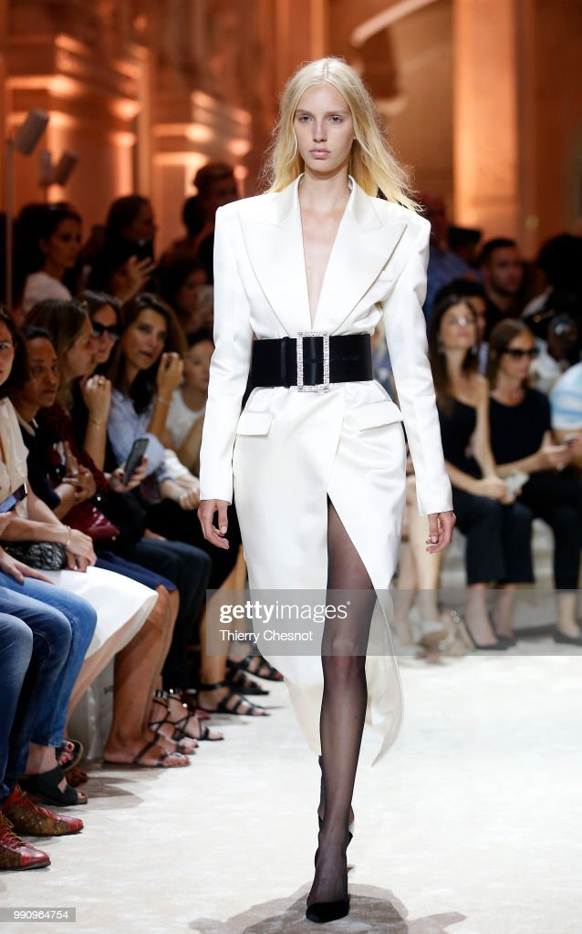 model-walks-the-runway-during-the-alexandre-vauthier-haute-couture-picture-id990964754