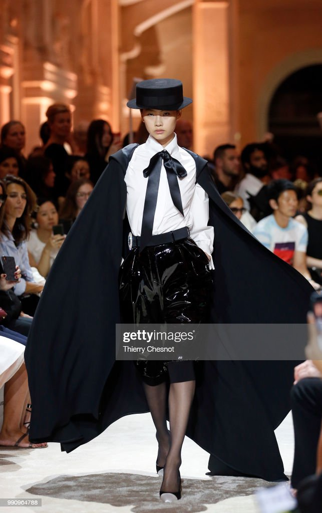 model-walks-the-runway-during-the-alexandre-vauthier-haute-couture-picture-id990964788