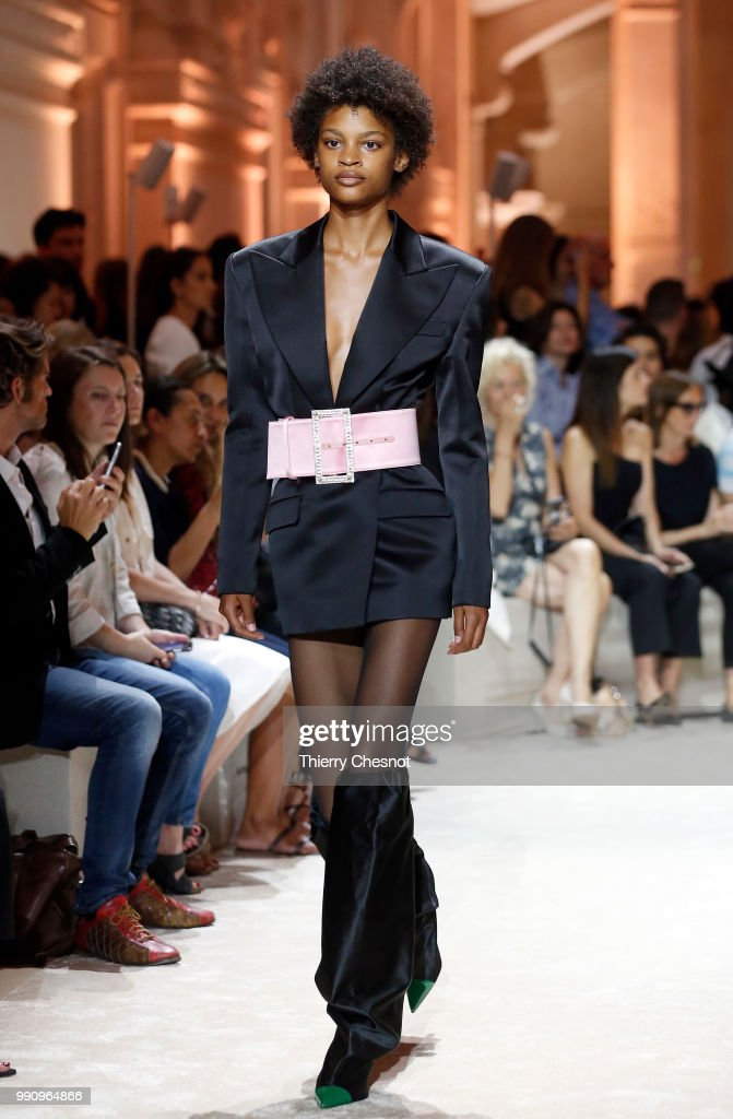 model-walks-the-runway-during-the-alexandre-vauthier-haute-couture-picture-id990964866