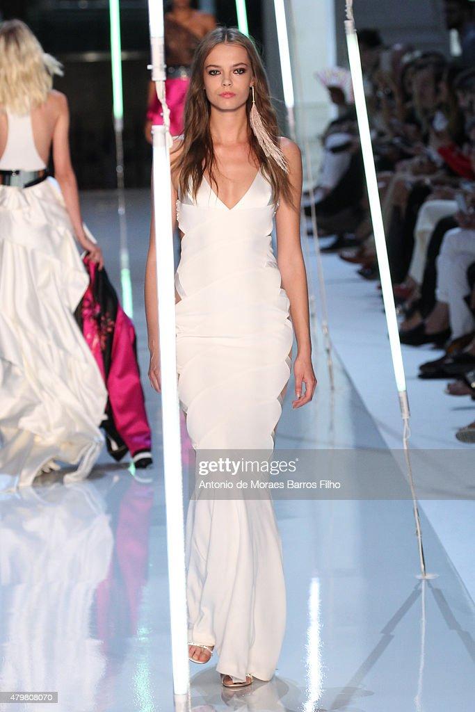 Alexandre Vauthier : Runway - Paris Fashion Week - Haute Couture Fall/Winter 2015/2016 : News Photo