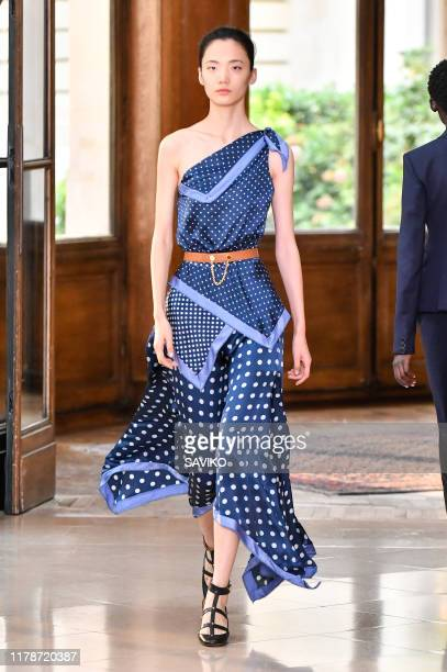 A model walks the runway during the Altuzarra Ready to Wear Spring/Summer 2020 fashion show as part of Paris Fashion Week on September 28 2019 in...