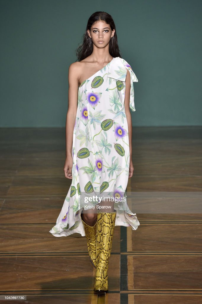model-walks-the-runway-during-the-andrew-gn-show-as-part-of-paris-picture-id1042697730