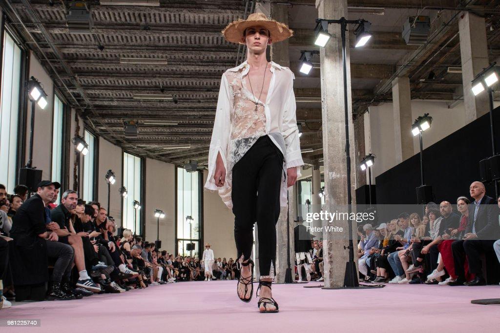 Ann Demeulemeester: Runway - Paris Fashion Week - Menswear Spring/Summer 2019
