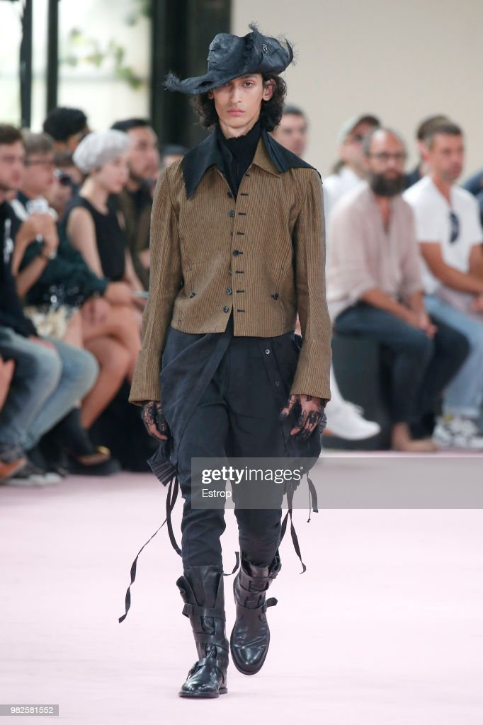 Ann Demeulemeester: Runway - Paris Fashion Week - Menswear Spring/Summer 2019 : ニュース写真