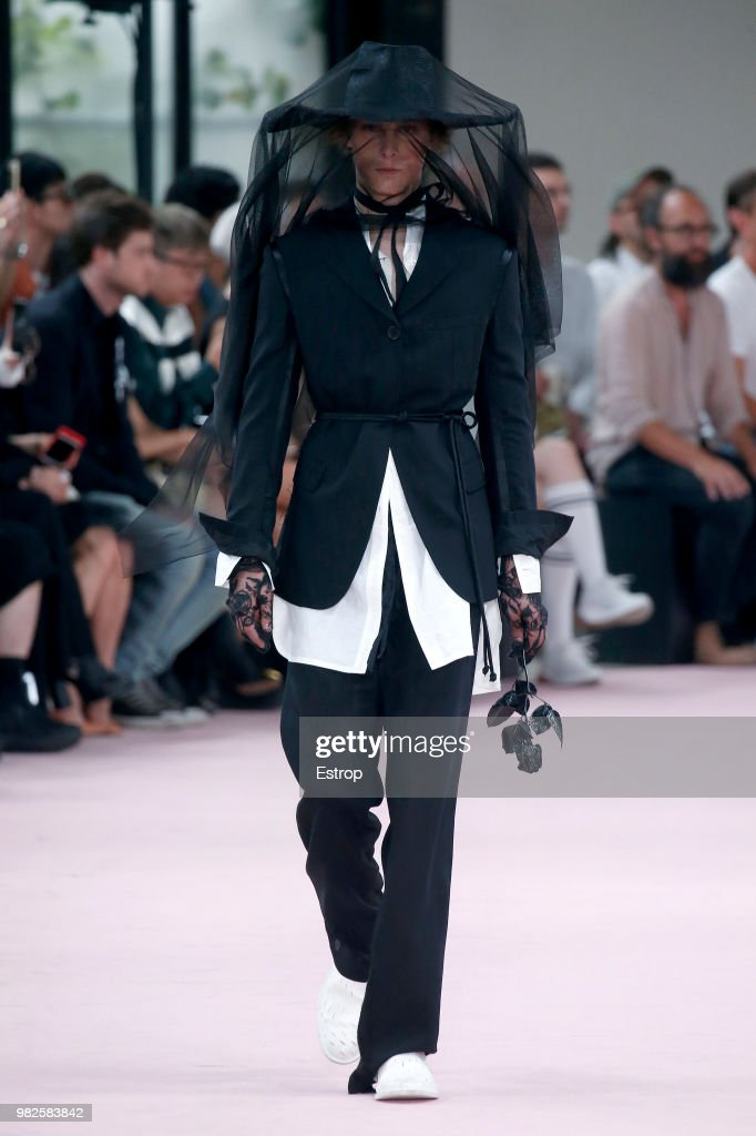 Ann Demeulemeester: Runway - Paris Fashion Week - Menswear Spring/Summer 2019 : Fotografía de noticias