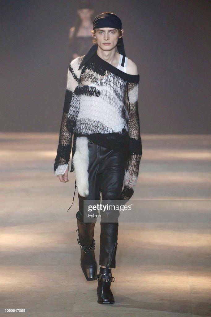 Ann Demeulemeester : Runway - Paris Fashion Week - Menswear F/W 2019-2020 : ニュース写真