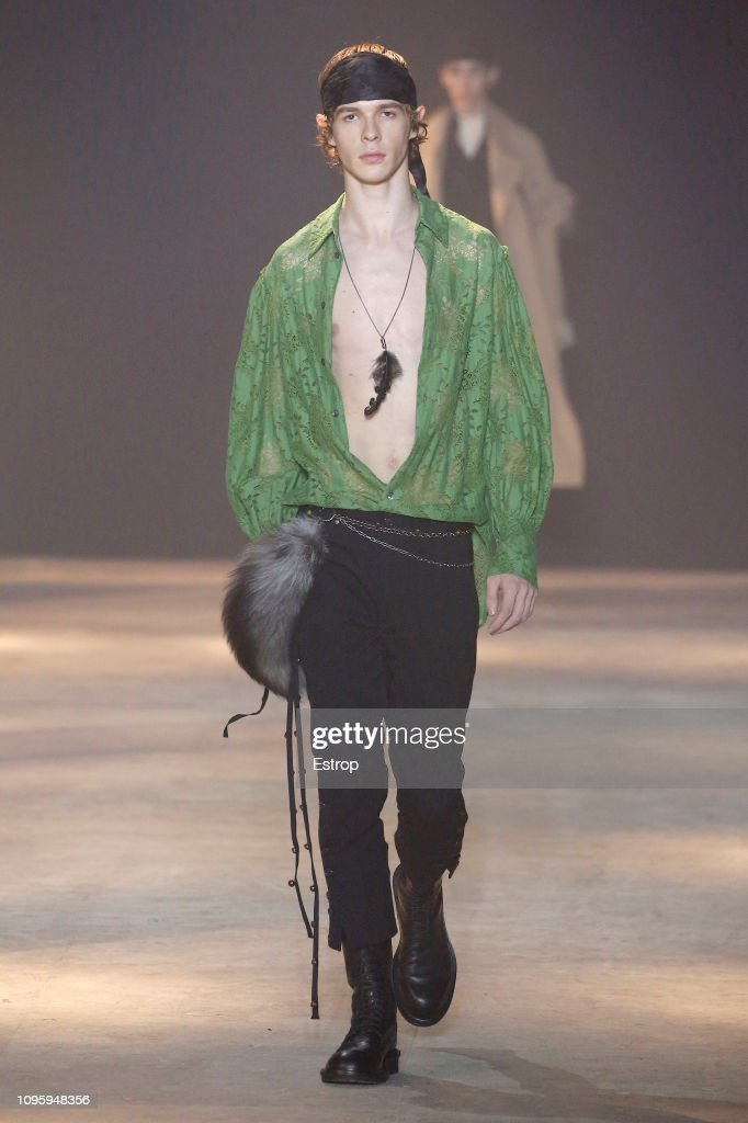 Ann Demeulemeester : Runway - Paris Fashion Week - Menswear F/W 2019-2020 : Photo d'actualité