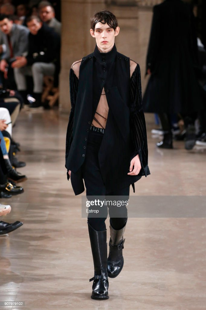 Ann Demeulemeester : Runway - Paris Fashion Week - Menswear F/W 2018-2019 : ニュース写真