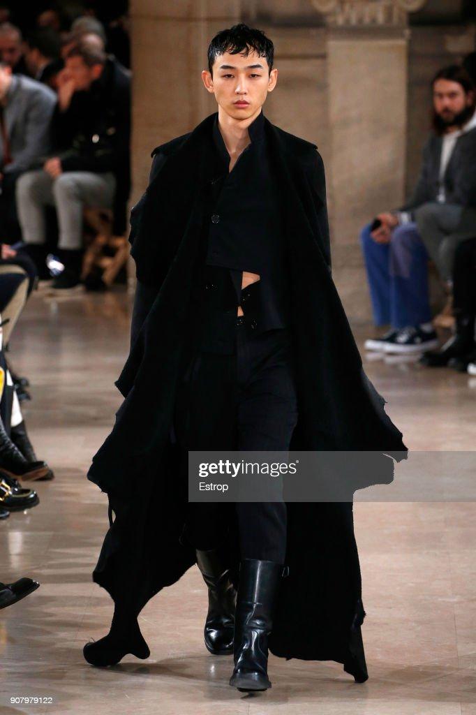 Ann Demeulemeester : Runway - Paris Fashion Week - Menswear F/W 2018-2019 : ニュース写真