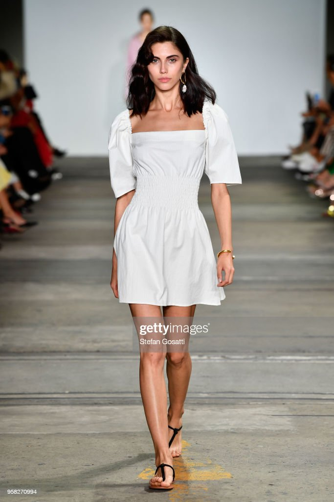 Anna Quan - Runway - Mercedes-Benz Fashion Week Australia 2018 : News Photo