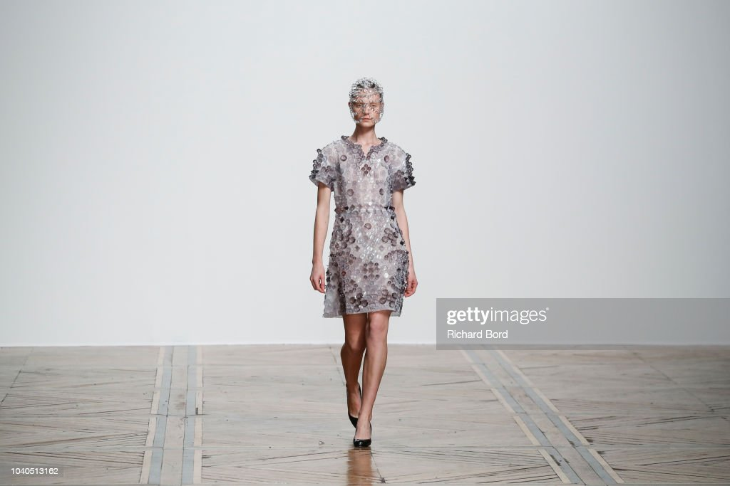 Anrealage : Runway - Paris Fashion Week Womenswear Spring/Summer 2019