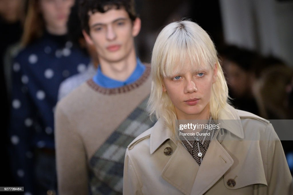 A.P.C : Runway - Paris Fashion Week Womenswear Fall/Winter 2018/2019 : ニュース写真