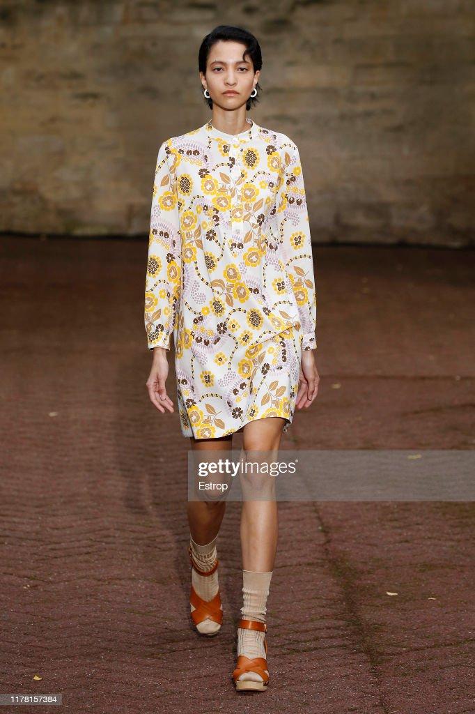 A.P.C : Runway - Paris Fashion Week - Womenswear Spring Summer 2020 : Photo d'actualité