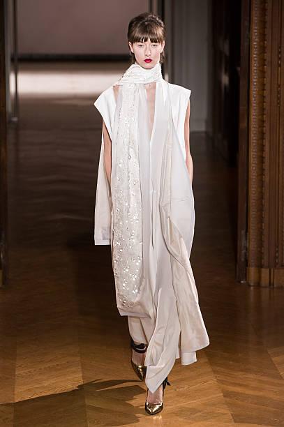 atelier gustavolins runway paris fashion week haute. Black Bedroom Furniture Sets. Home Design Ideas