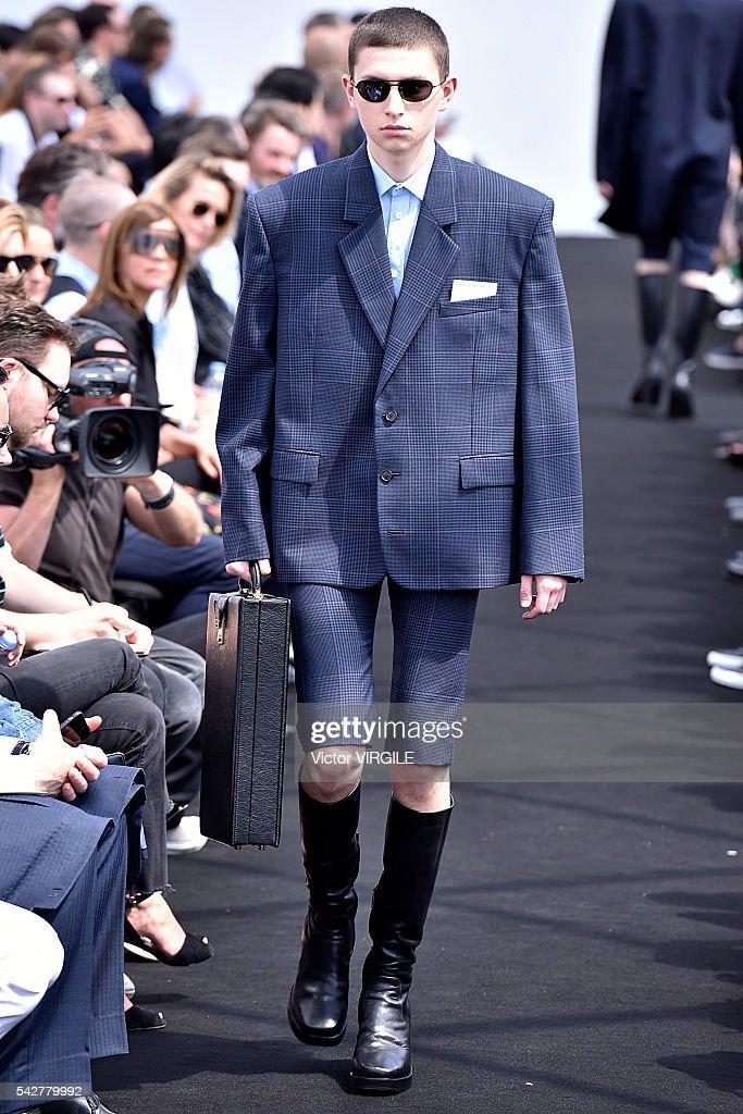 Balenciaga : Runway - Paris Fashion Week - Menswear Spring/Summer 2017 : Foto jornalística