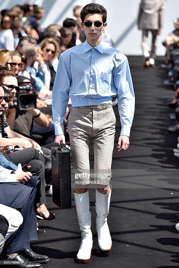 Balenciaga : Runway - Paris Fashion Week - Menswear Spring/Summer 2017 : News Photo