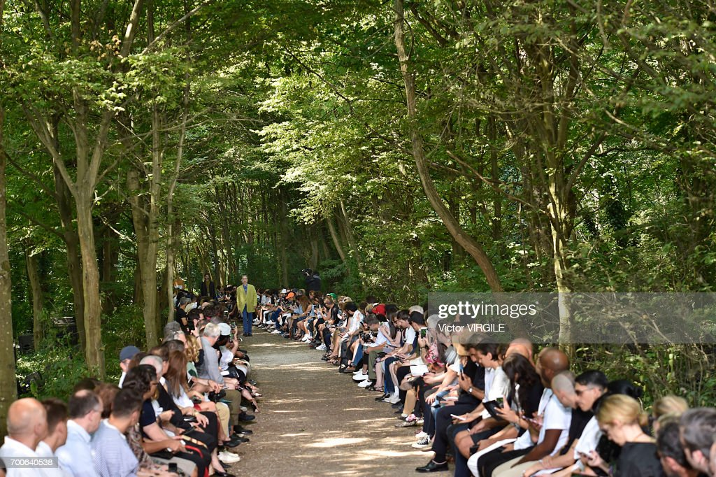 Balenciaga : Runway - Paris Fashion Week - Menswear Spring/Summer 2018 : ニュース写真