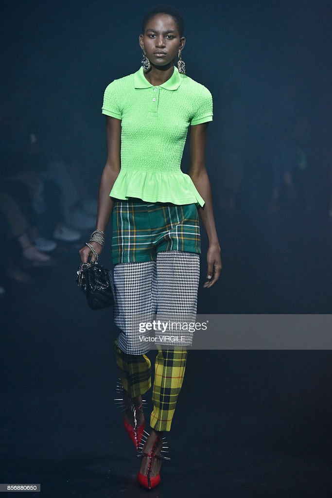 Balenciaga : Runway - Paris Fashion Week Womenswear Spring/Summer 2018 : Nachrichtenfoto