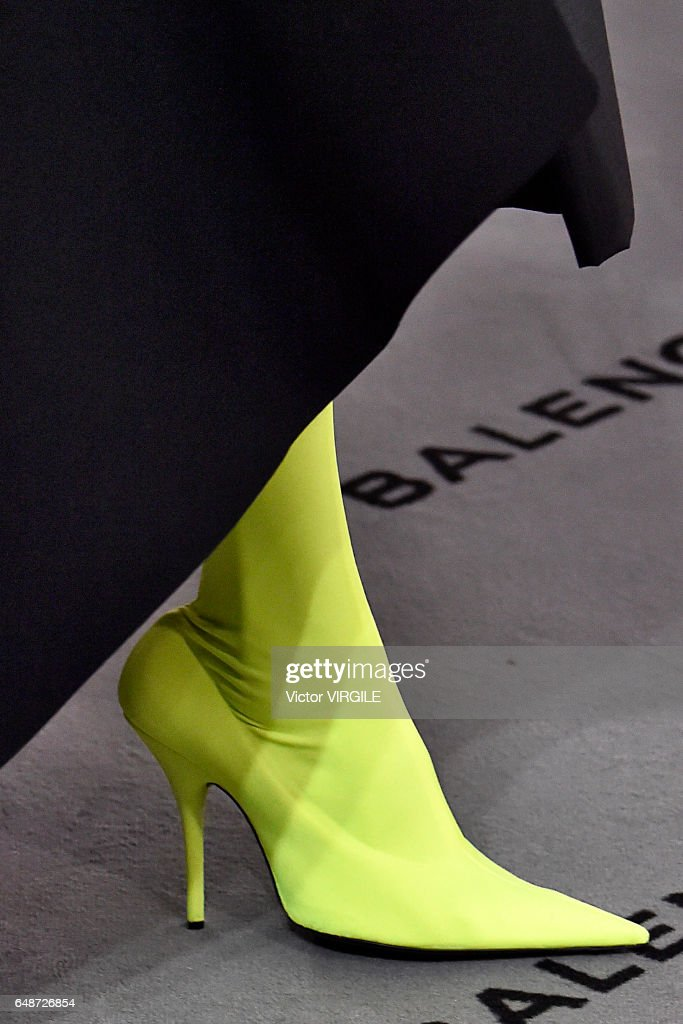 Balenciaga : Runway - Paris Fashion Week Womenswear Fall/Winter 2017/2018
