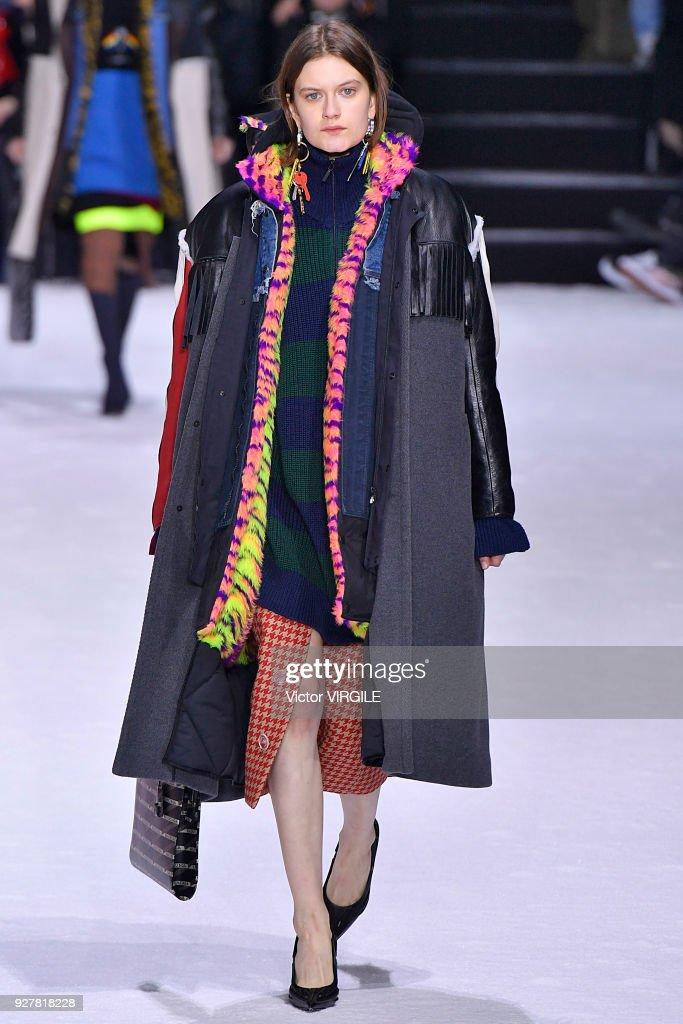 Balenciaga - Paris Fashion Week Womenswear Fall/Winter 2018/2019 : Nieuwsfoto's