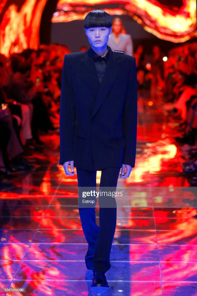 Balenciaga : Runway - Paris Fashion Week Womenswear Spring/Summer 2019 : News Photo