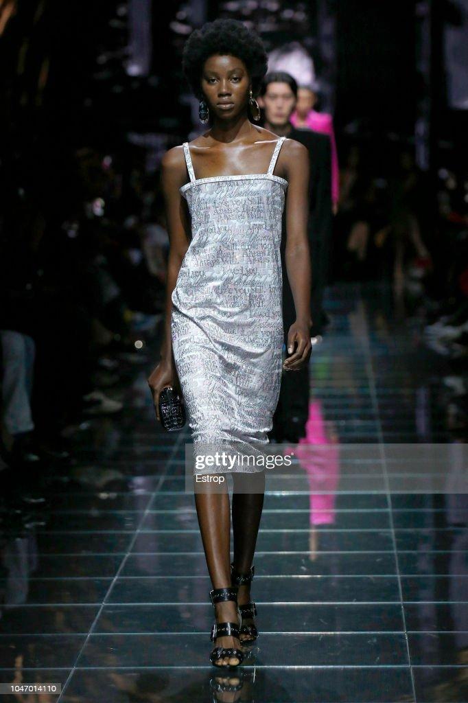 Balenciaga : Runway - Paris Fashion Week Womenswear Spring/Summer 2019 : Foto jornalística