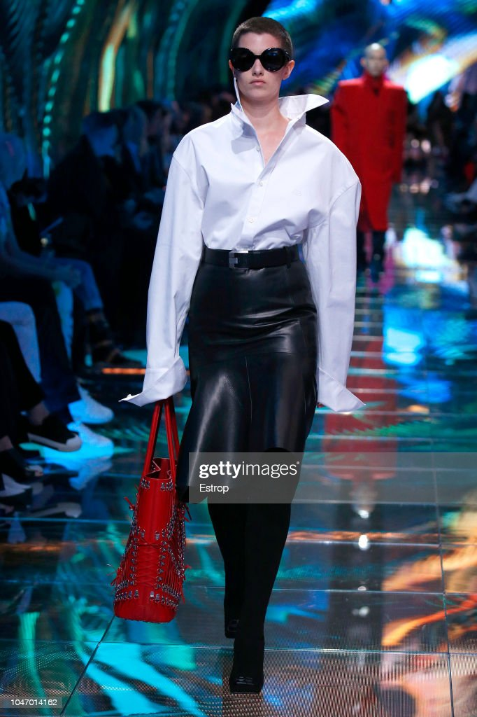 Balenciaga : Runway - Paris Fashion Week Womenswear Spring/Summer 2019 : ニュース写真