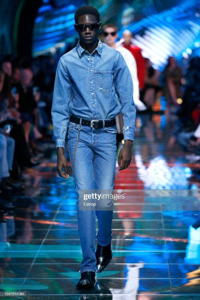 Balenciaga : Runway - Paris Fashion Week Womenswear Spring/Summer 2019 : Nachrichtenfoto