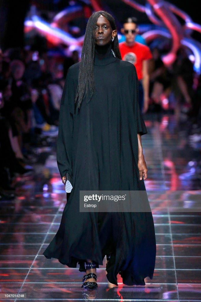 Balenciaga : Runway - Paris Fashion Week Womenswear Spring/Summer 2019 : ニュース写真