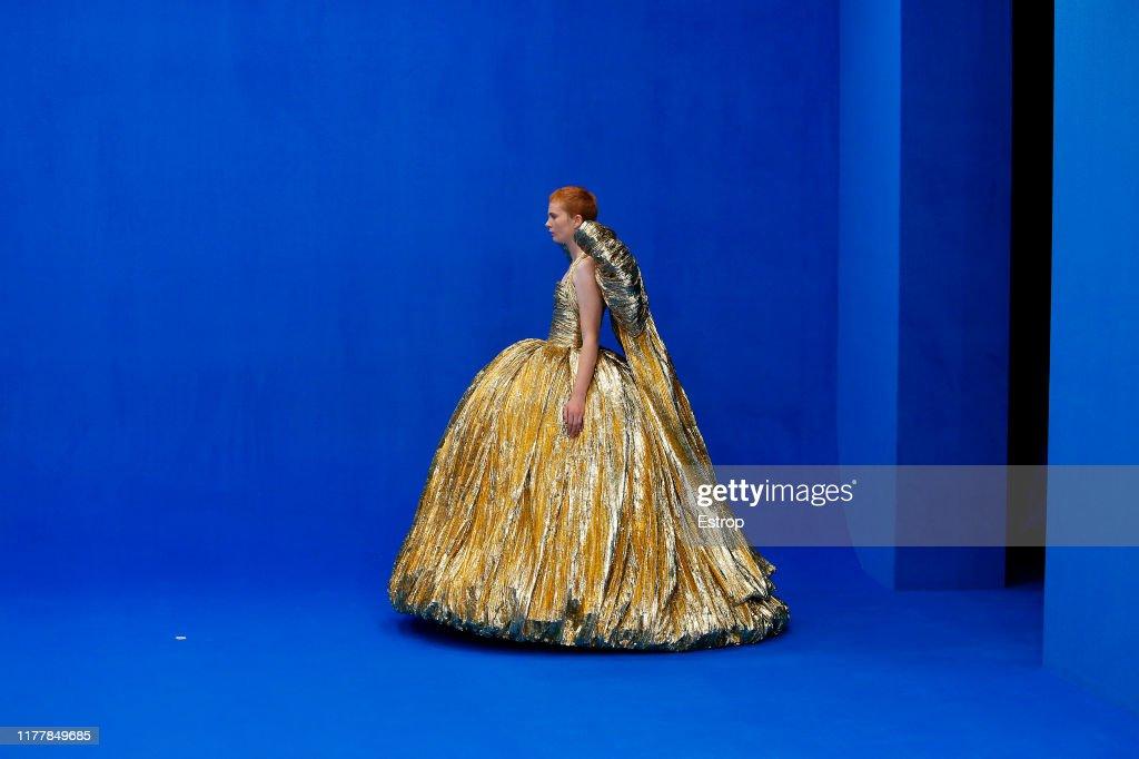 Balenciaga : Runway - Paris Fashion Week - Womenswear Spring Summer 2020 : ニュース写真