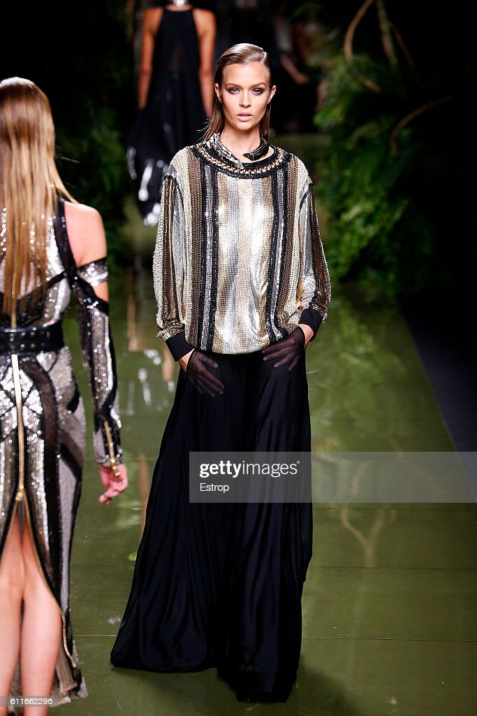 Balmain : Runway - Paris Fashion Week Womenswear Spring/Summer 2017 : News Photo