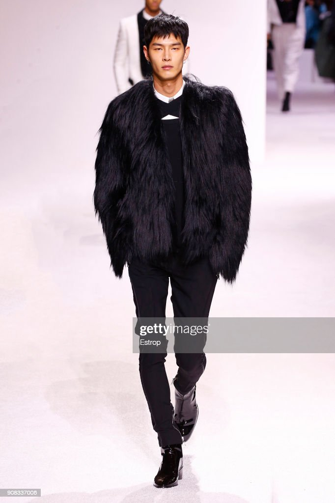 Balmain Homme : Runway - Paris Fashion Week - Menswear F/W 2018-2019 : Nyhetsfoto