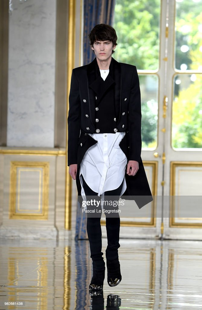 Balmain: Runway - Paris Fashion Week - Menswear Spring/Summer 2019