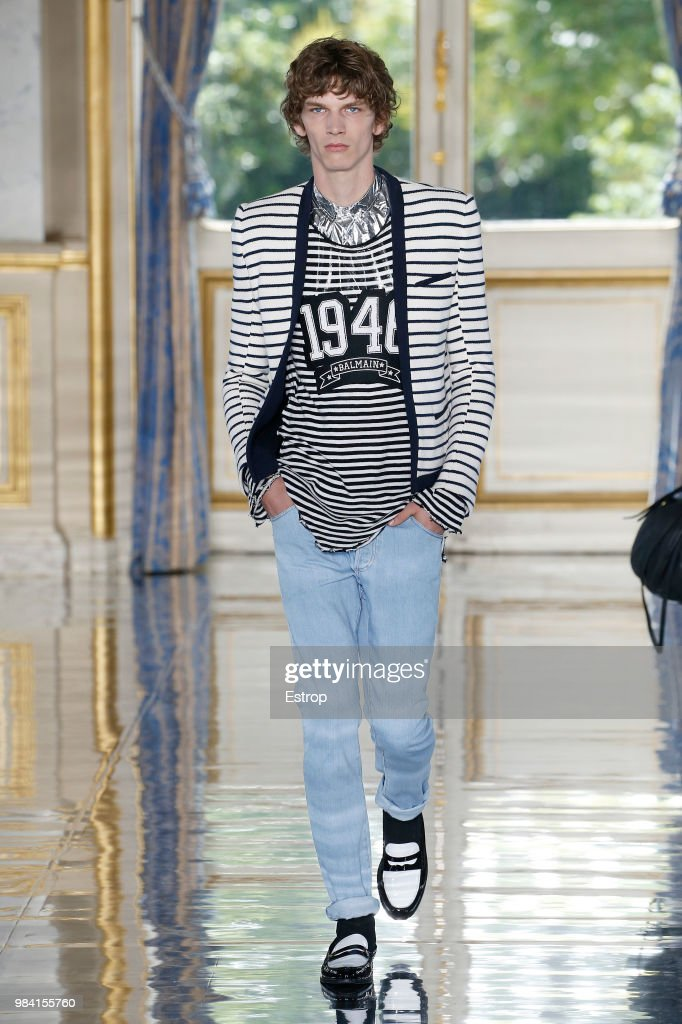 Balmain: Runway - Paris Fashion Week - Menswear Spring/Summer 2019 : ニュース写真