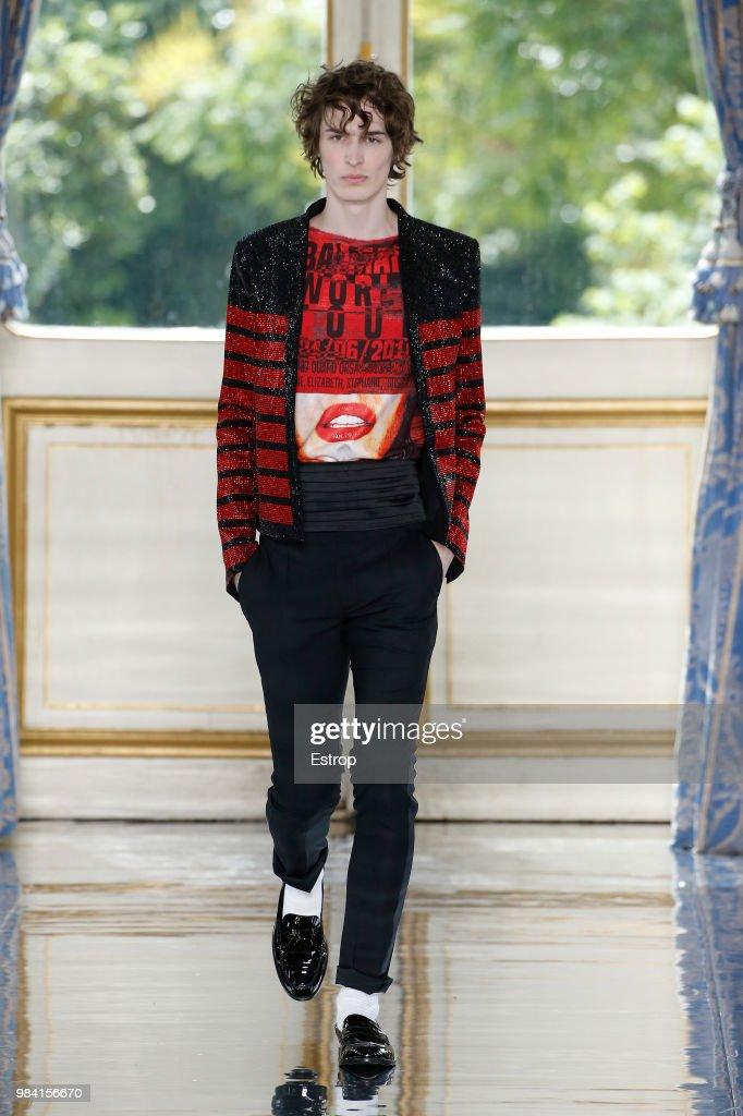 Balmain: Runway - Paris Fashion Week - Menswear Spring/Summer 2019 : News Photo