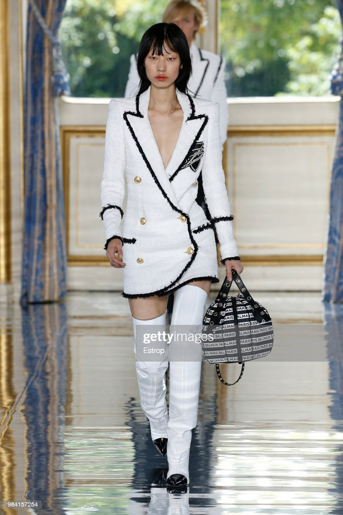 Balmain: Runway - Paris Fashion Week - Menswear Spring/Summer 2019 : ニュース写真