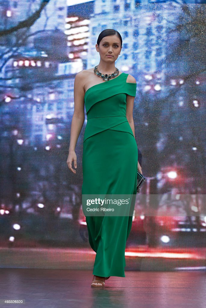 Yas Mall Fashion Week 2015 : News Photo