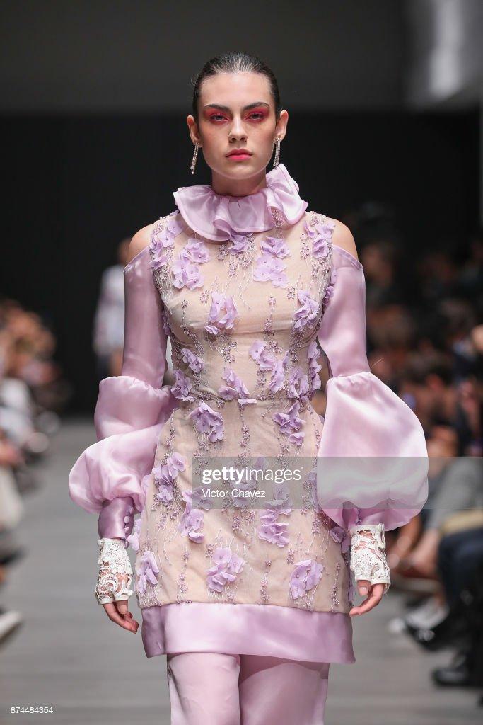 Benito Santos - Runway - Mercedes Benz Fashion Week Mexico S/S 2018 : News Photo
