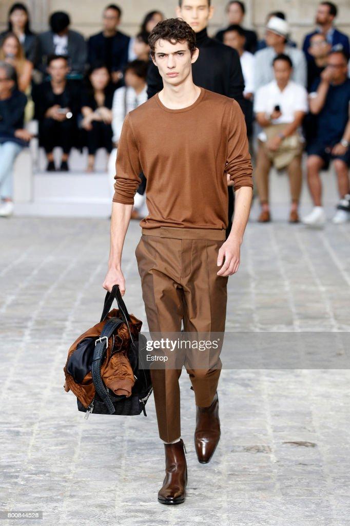 Berluti : Runway - Paris Fashion Week - Menswear Spring/Summer 2018 : ニュース写真