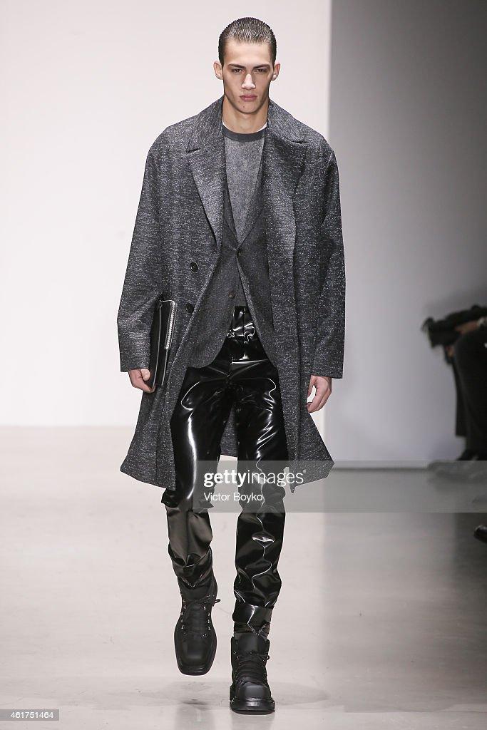 Calvin Klein - Runway - Milan Menswear Fashion Week Fall Winter 2015/2016 : News Photo