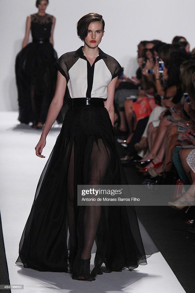 Carmen Marc Valvo - Backstage & Runway - Mercedes-Benz Fashion Week Spring 2015 : News Photo