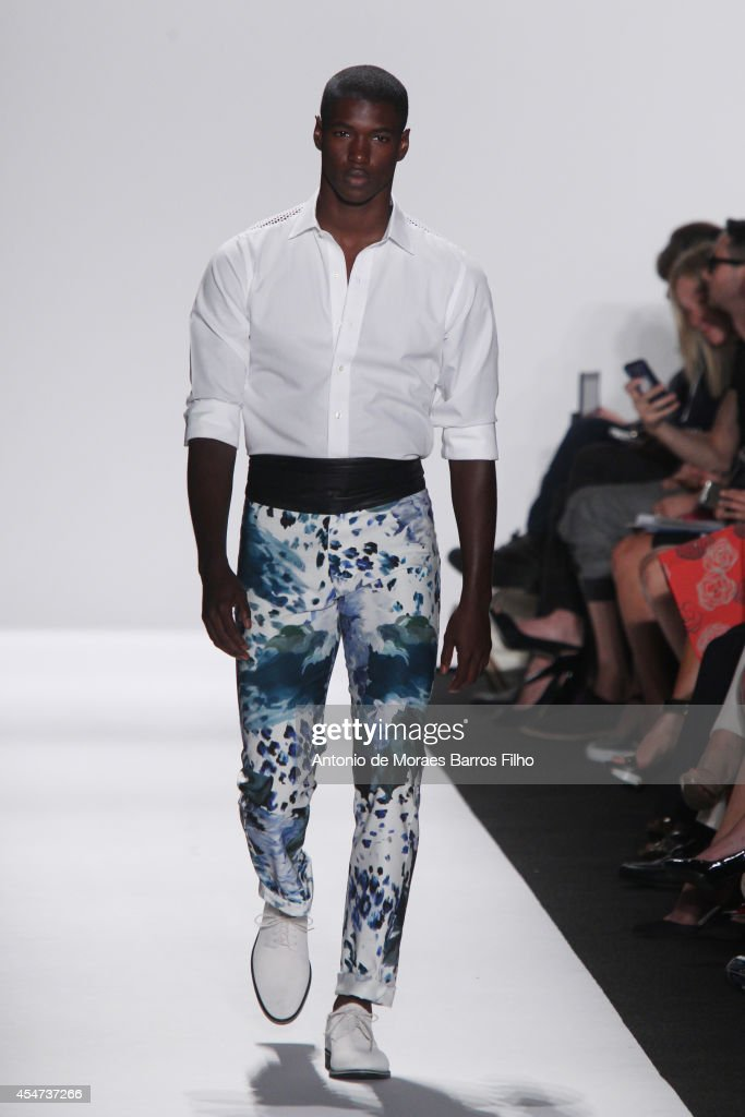 Carmen Marc Valvo - Backstage & Runway - Mercedes-Benz Fashion Week Spring 2015 : News Photo