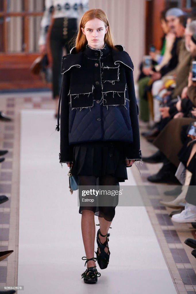 Carven : Runway - Paris Fashion Week Womenswear Fall/Winter 2018/2019 : ニュース写真
