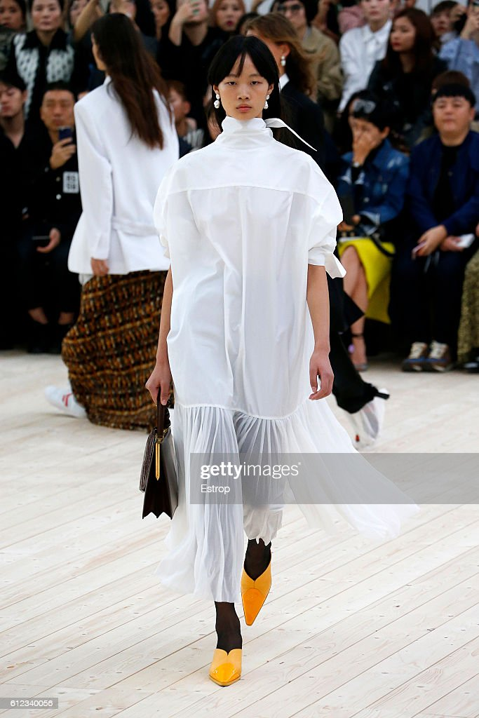 Celine : Runway - Paris Fashion Week Womenswear Spring/Summer 2017 : News Photo