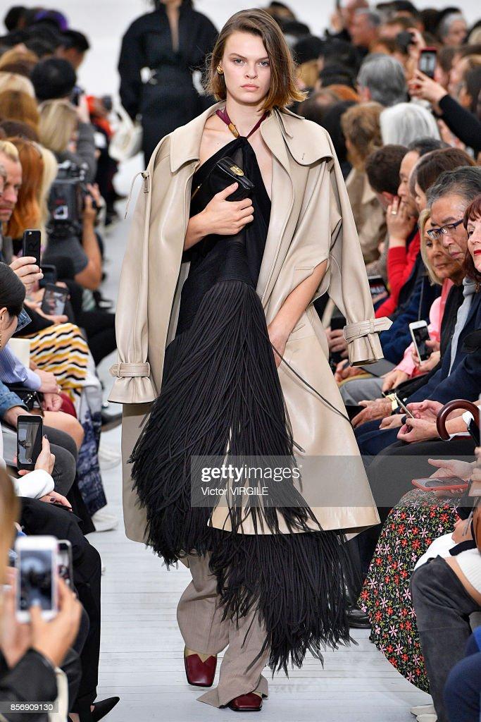 Celine : Runway - Paris Fashion Week Womenswear Spring/Summer 2018 : Nieuwsfoto's
