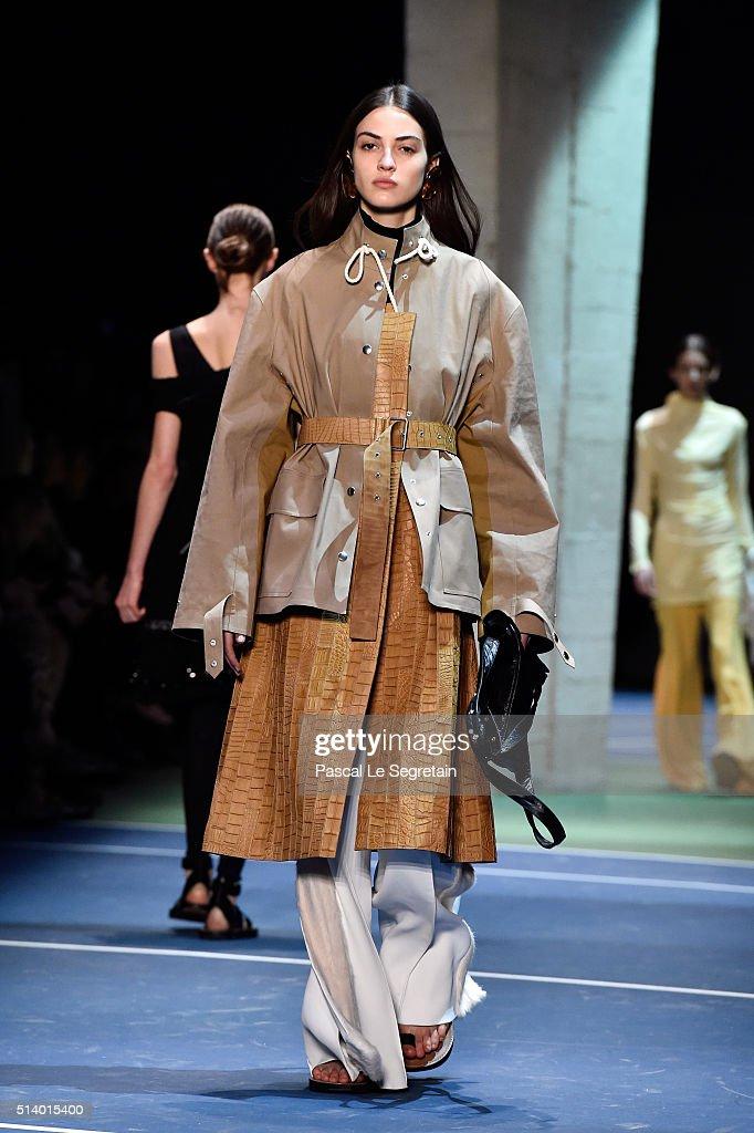 Celine : Runway - Paris Fashion Week Womenswear Fall/Winter 2016/2017 : News Photo
