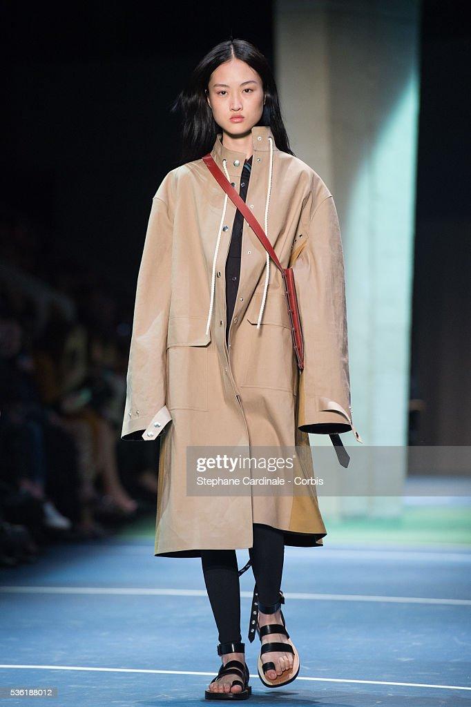 France - Celine: Runway - Paris Fashion Week Womenswear Fall/Winter 2016/2017 : News Photo
